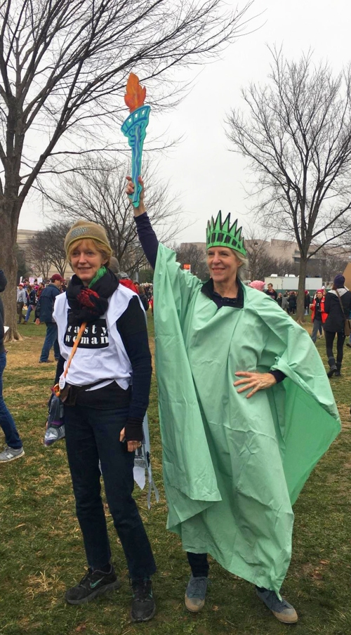 womens_march_dc_21jan2017_l_ellendriscoll_r_donnadennis_1